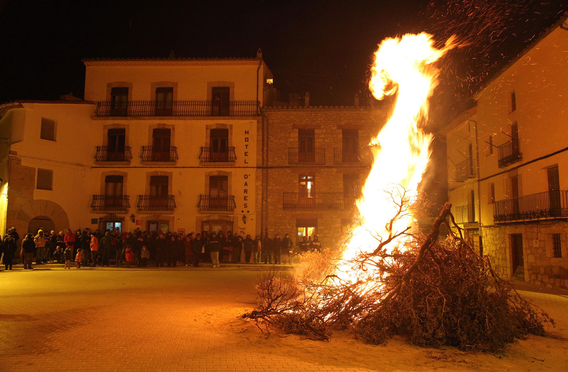 Foguera de Sant Antoni en Ares -